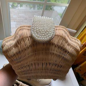 Straw raffia wicker seashell bag